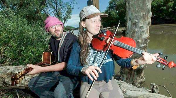 Hypno-folk duo Twin to host Open Mic