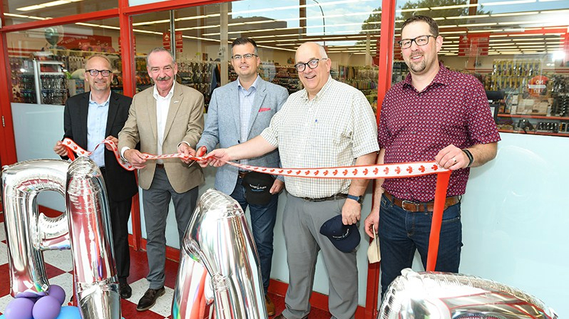 Great Canadian Dollar Store opens